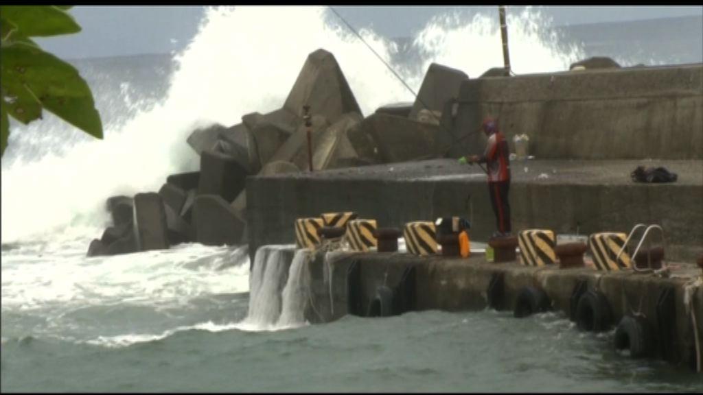 台灣發出海上及陸上颱風警報