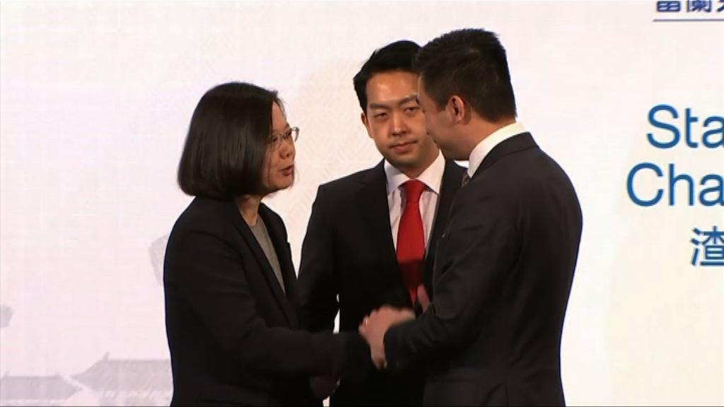 美國訪台官員黃之瀚與蔡英文同台