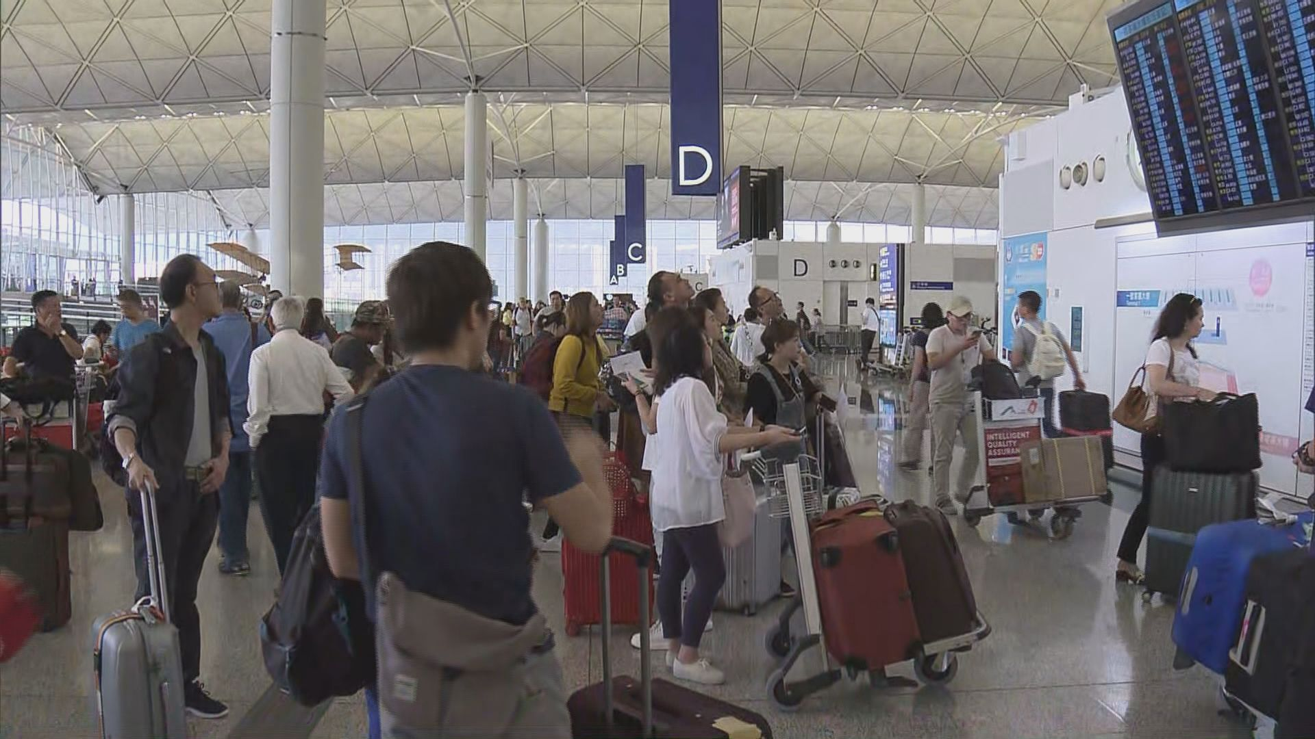 山竹逼近 有旅客選擇提早出發以免旅程受阻