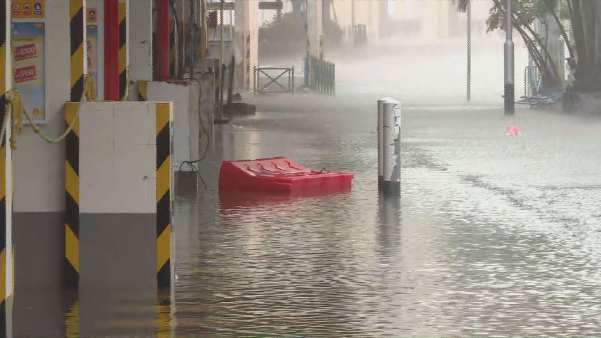澳門內港碼頭中午過後出現海水倒灌