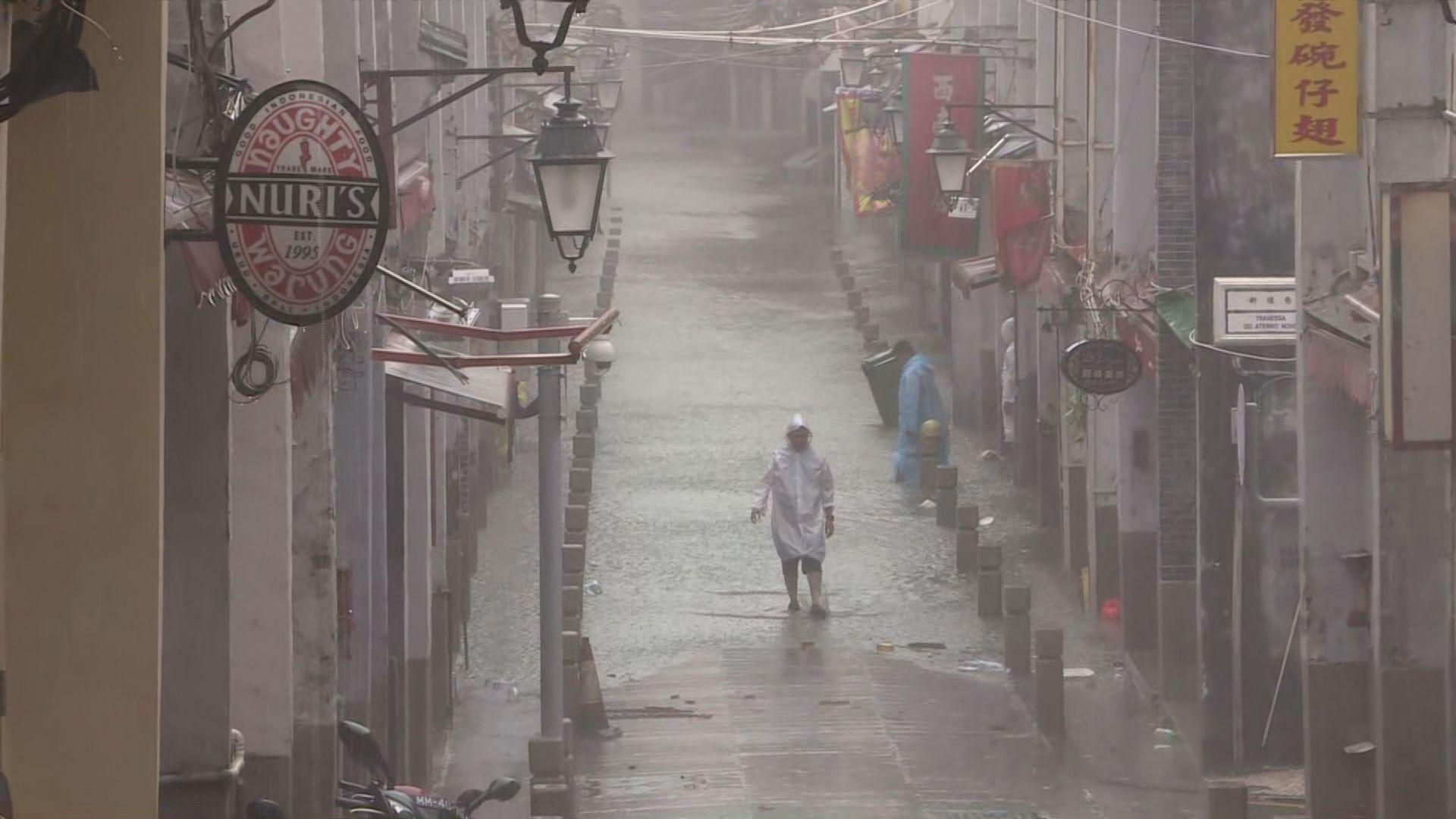 澳門多個地區嚴重水浸 中小學周一停課