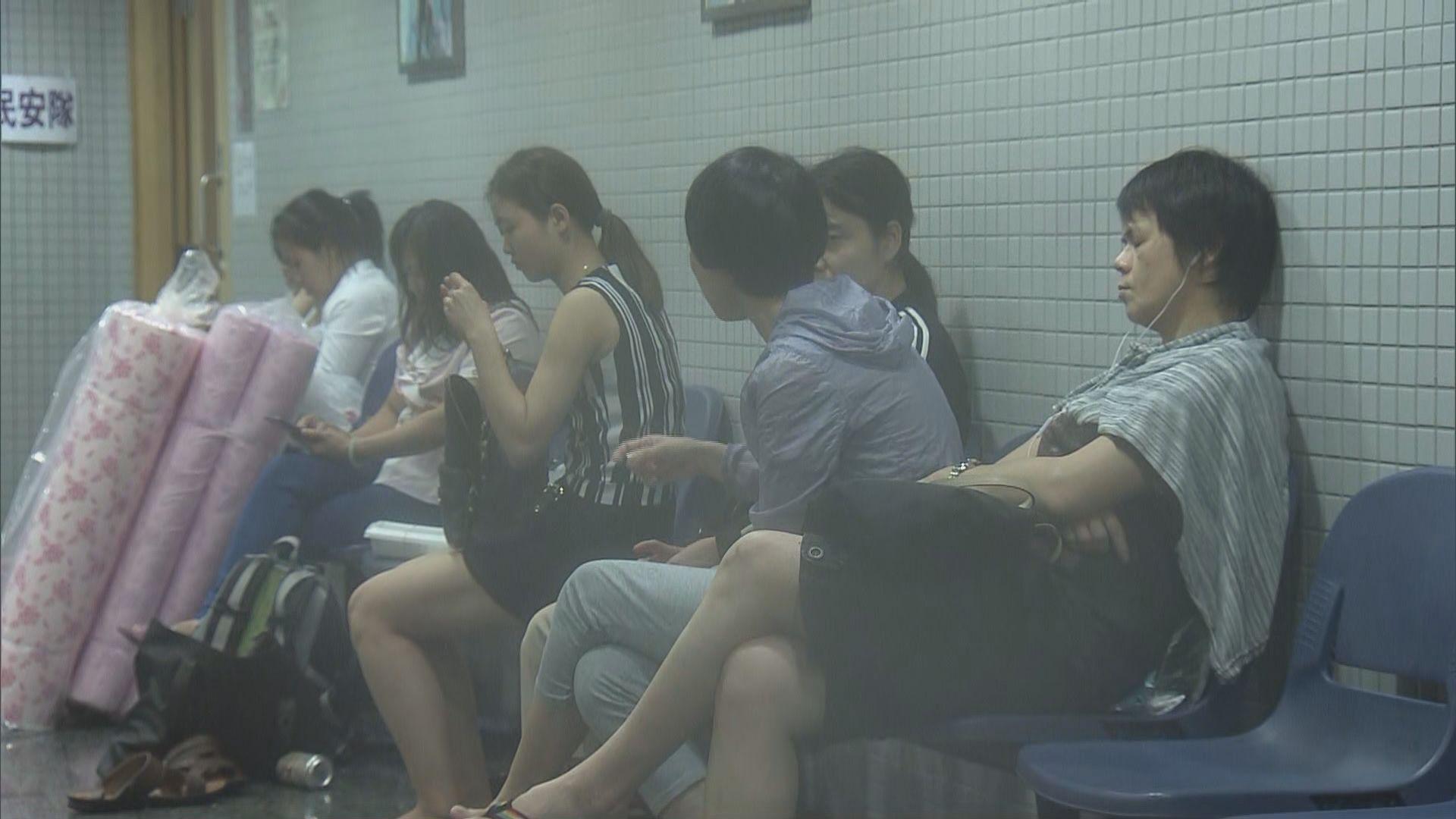 約二百名鯉魚門居民在臨時庇護中心暫避