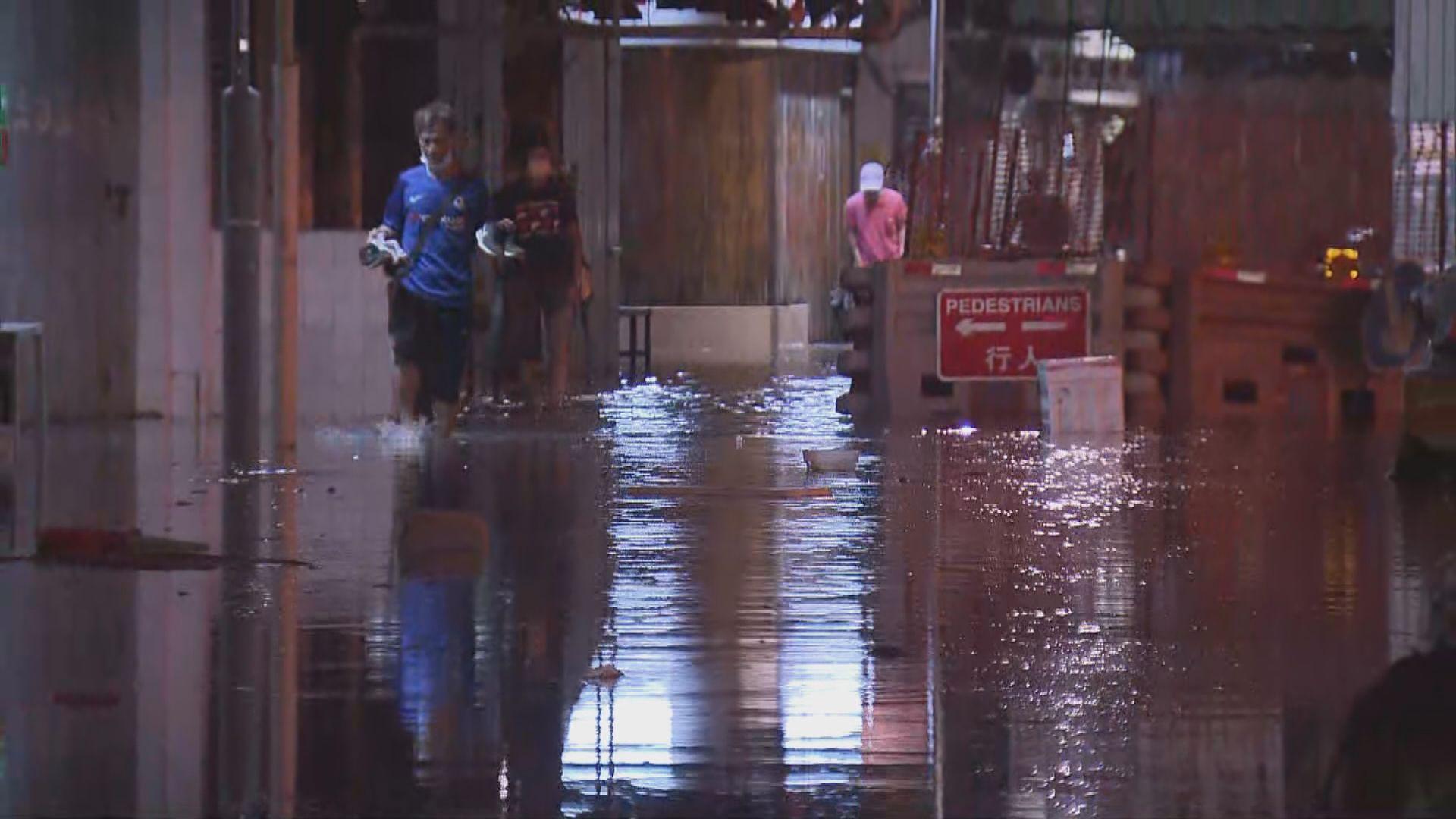 「圓規」凌晨靠近本港 風暴潮致多區水浸