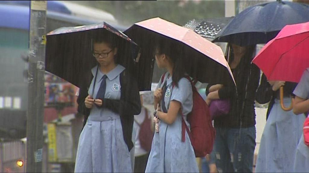 紅雨警告生效 料早上仍有狂風大雨