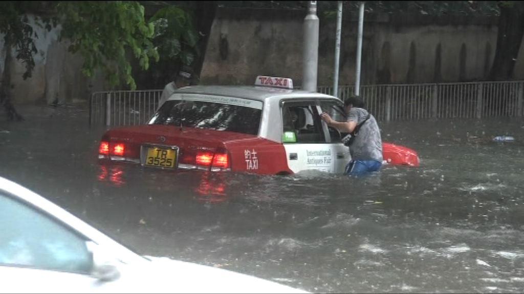 本港各區錄逾百毫米雨量 大潭山泥傾瀉