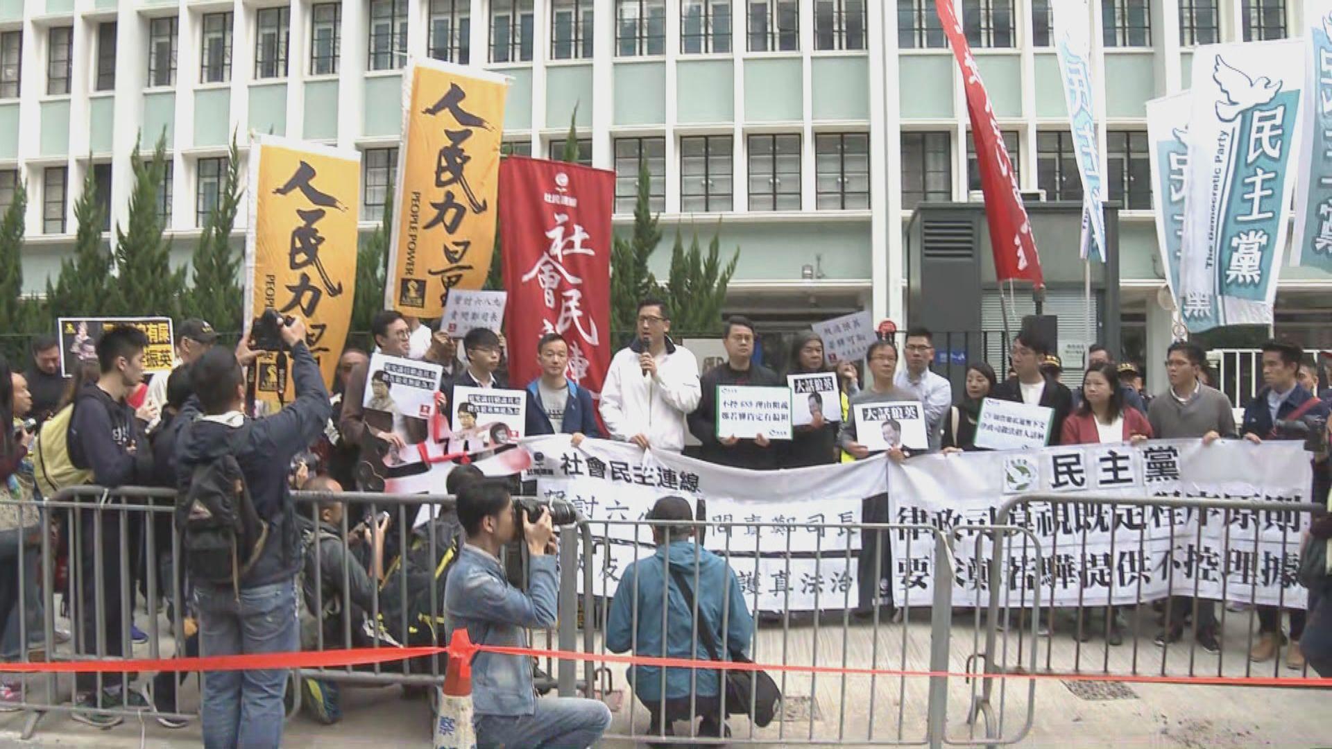 政黨遊行要求律政司交代更多不起訴梁振英的理據