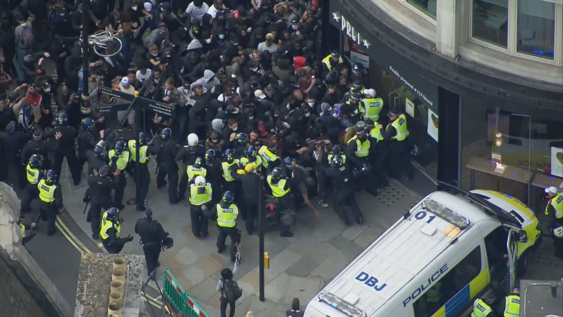 倫敦周六示威變警民衝突 英警工會促禁示威集會助抗疫