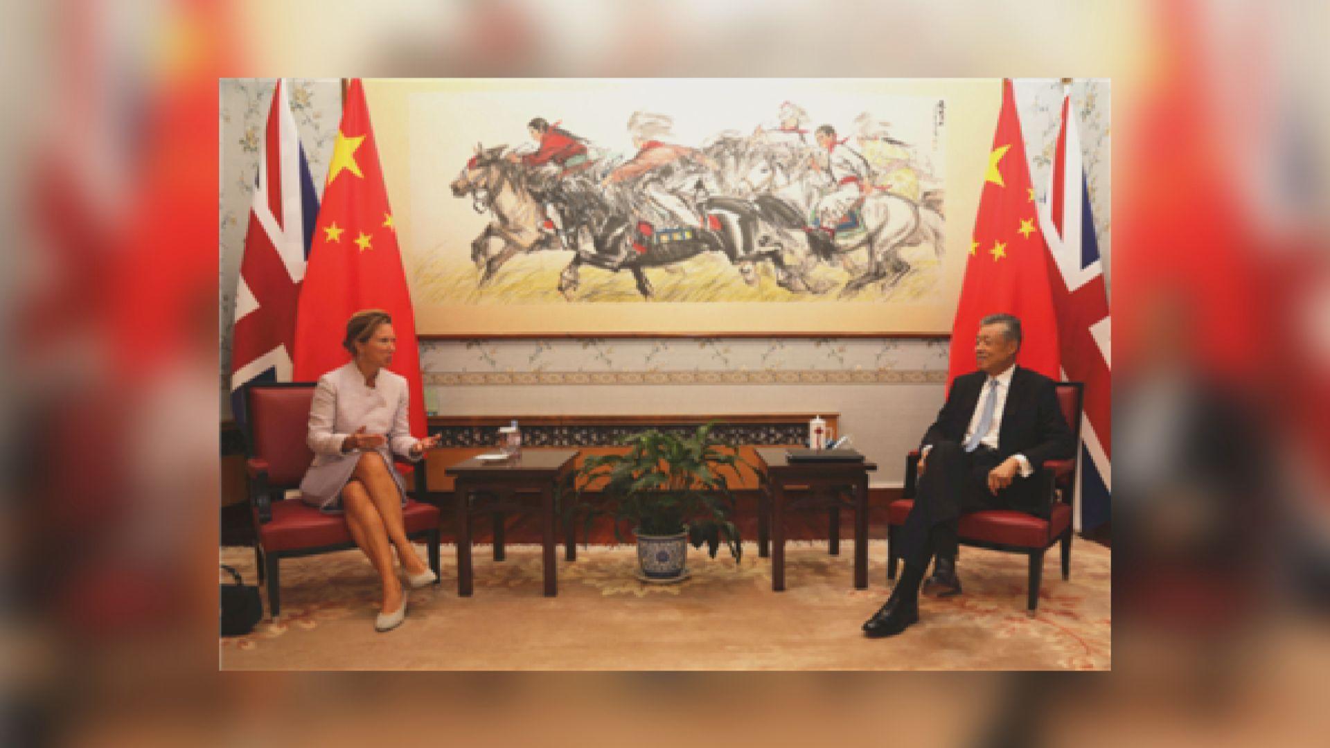 劉曉明晤英國新任駐華大使吳若蘭