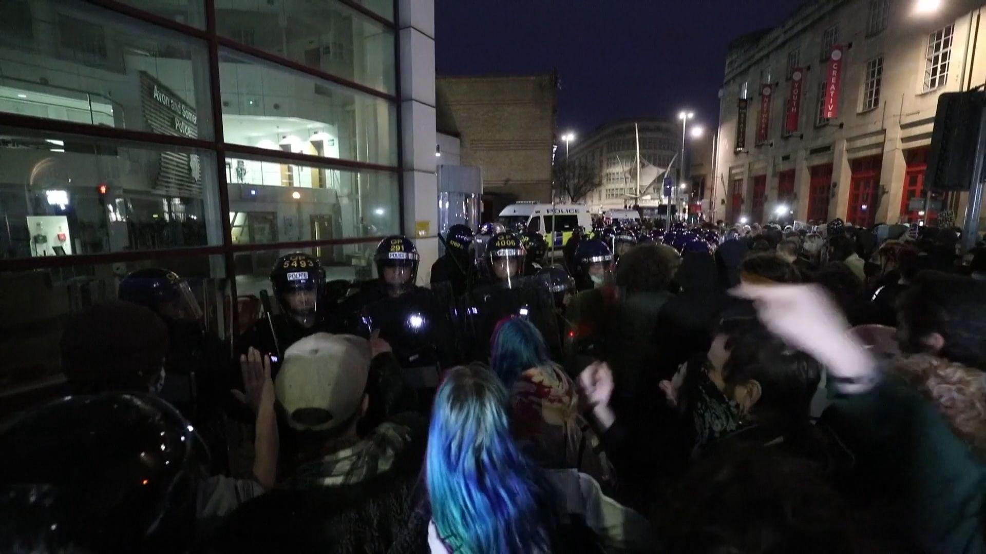 英國民眾抗議限制示威法案 與警衝突