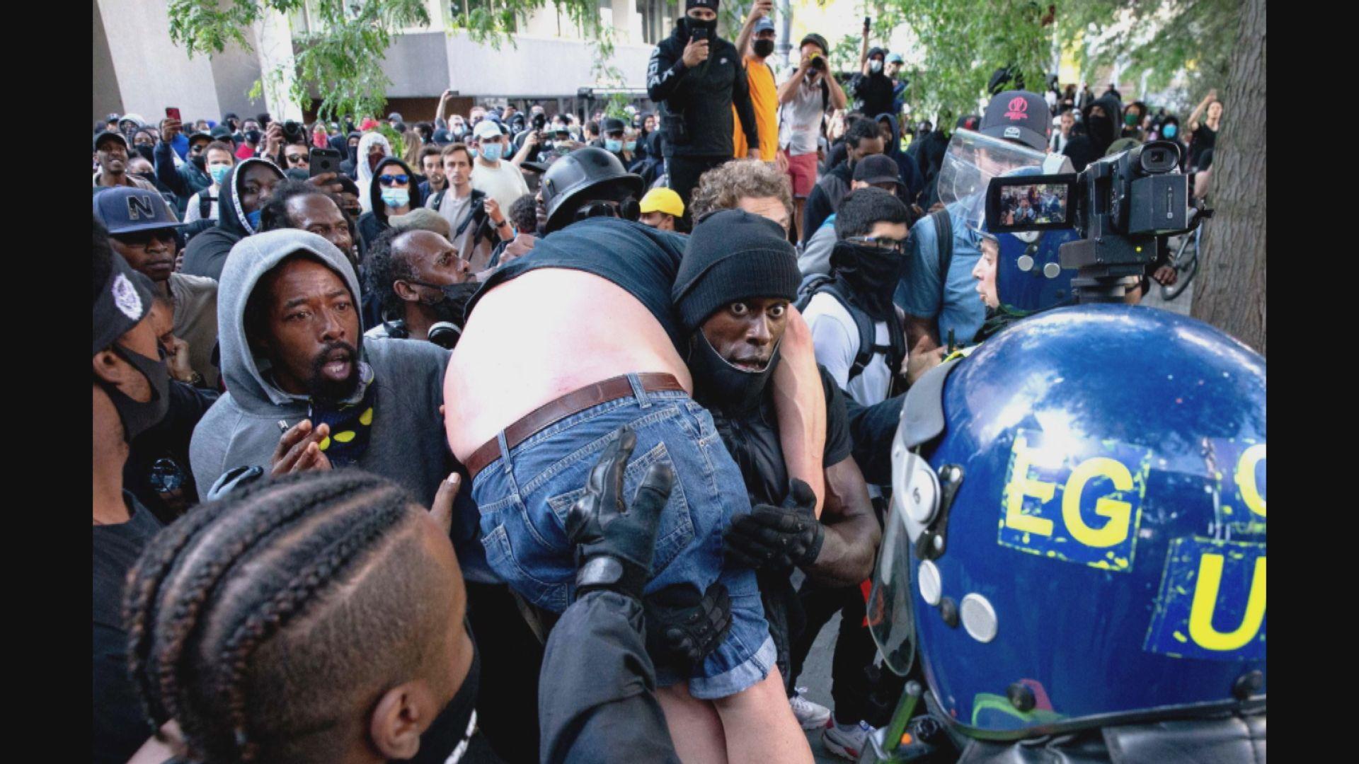 英國黑人示威者拯救被「私了」右翼分子