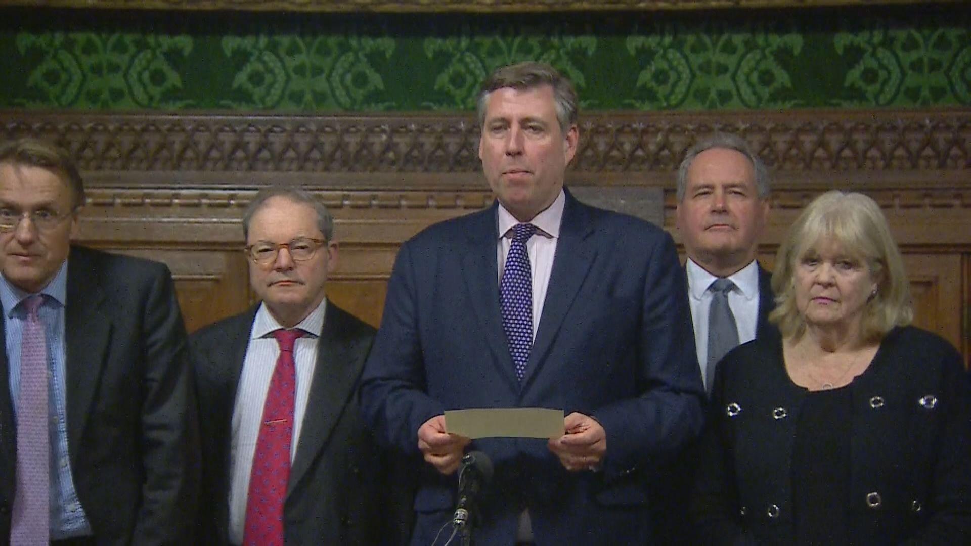 英國保守黨否決對文翠珊不信任動議