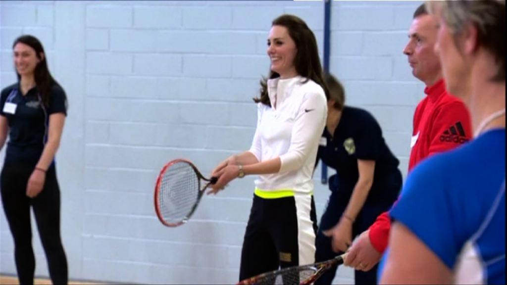 凱蒂訪蘇格蘭展示網球技術
