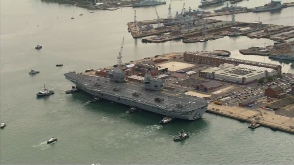 英國新航母伊利沙伯女王號駛進母港