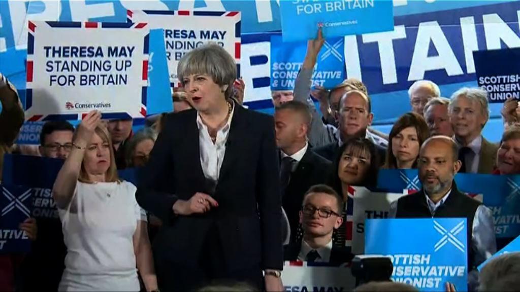 英國大選前兩大黨恢復競選活動