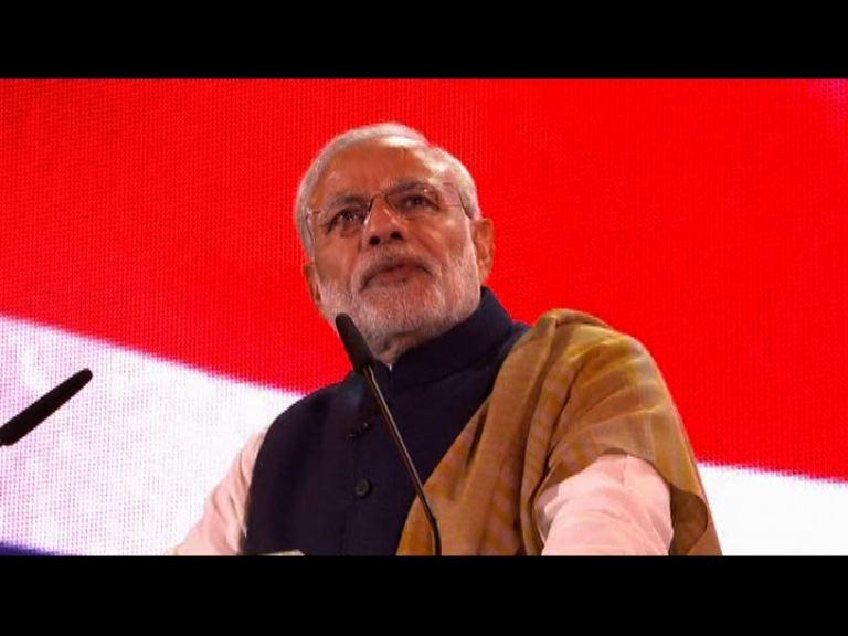 莫迪訪英向大批印度僑民發表演說