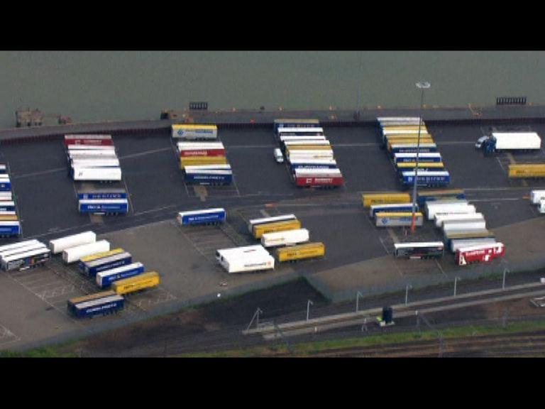 英國截獲貨車載有68名人蛇
