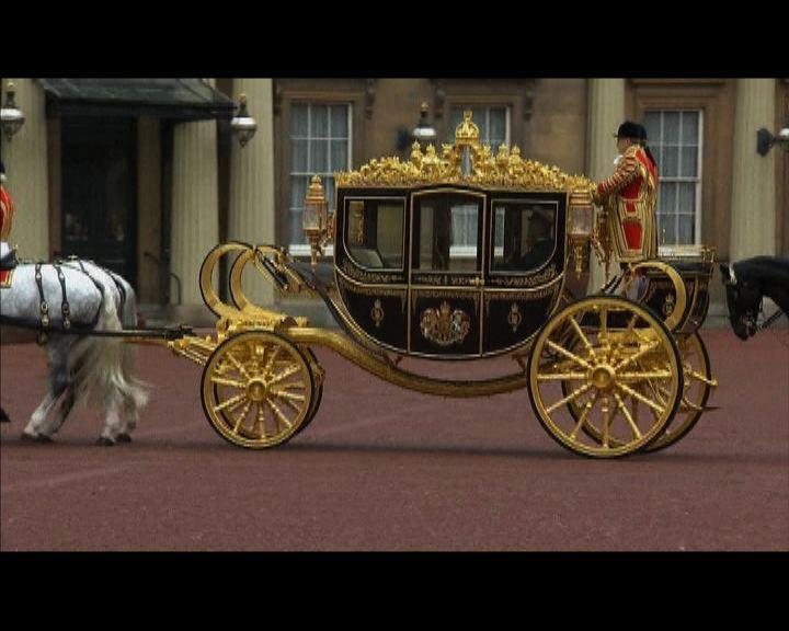 英女王乘新馬車主持國會開幕禮
