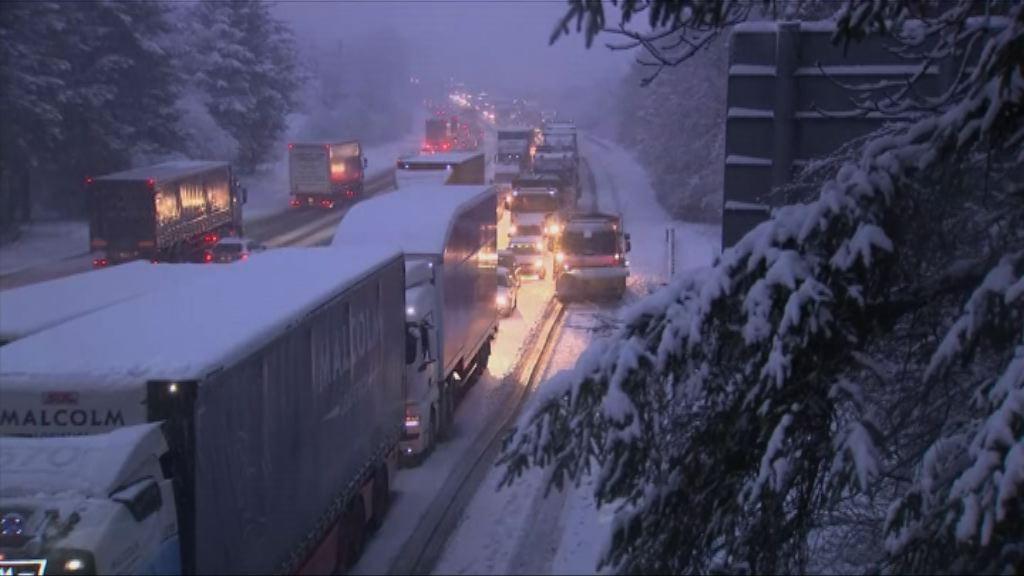 英國北方下雪道路交通受阻