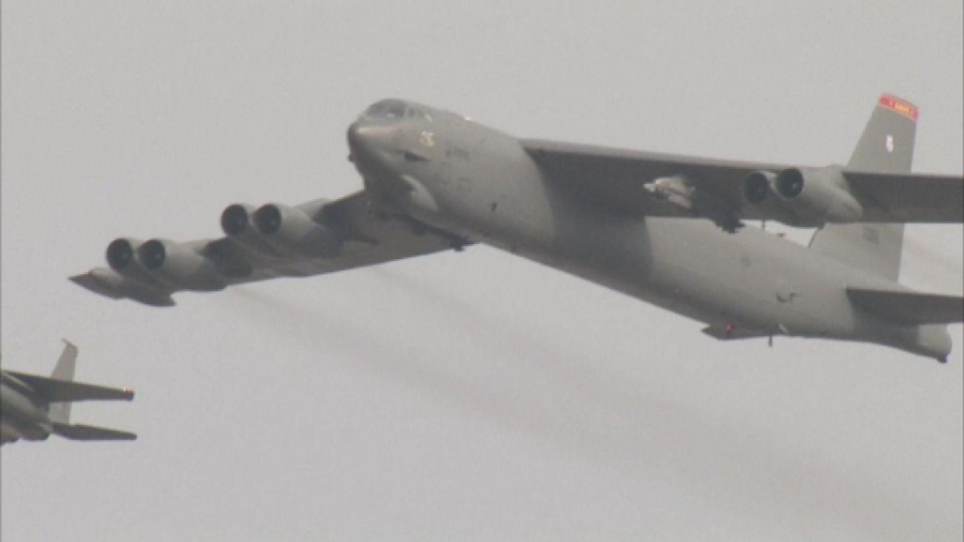 美軍兩轟炸機飛近南海爭議島嶼