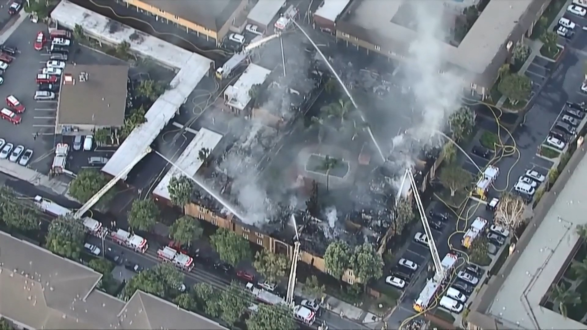 美國南加州公寓大火四十戶緊急疏散