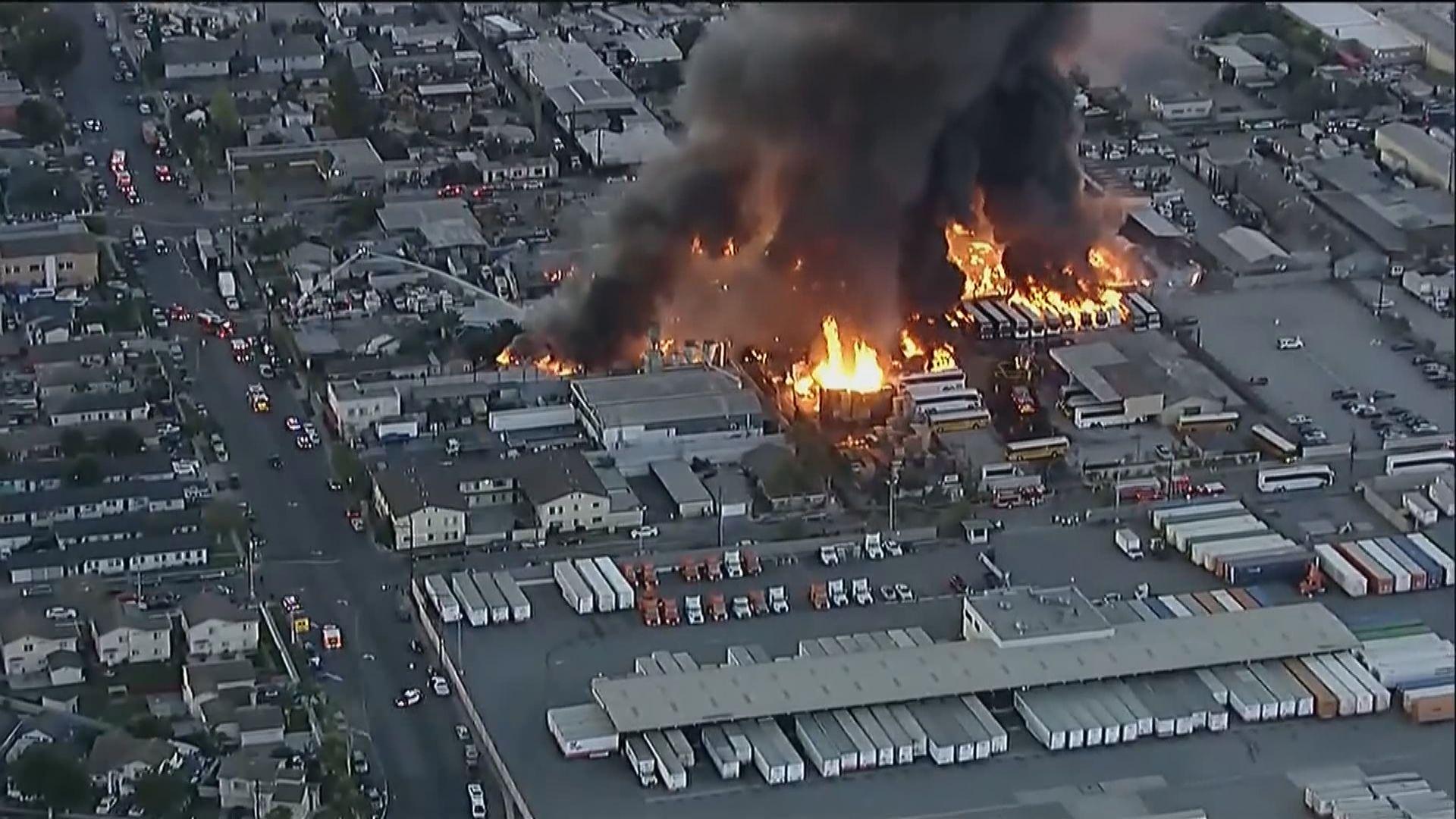 美國洛衫磯縣一處工業區大火