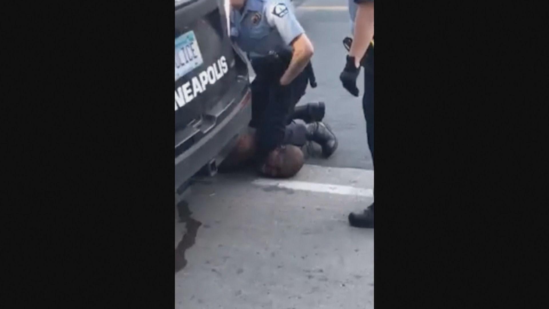 弗洛伊德案 目擊者指警員不理民眾停止壓頸呼籲