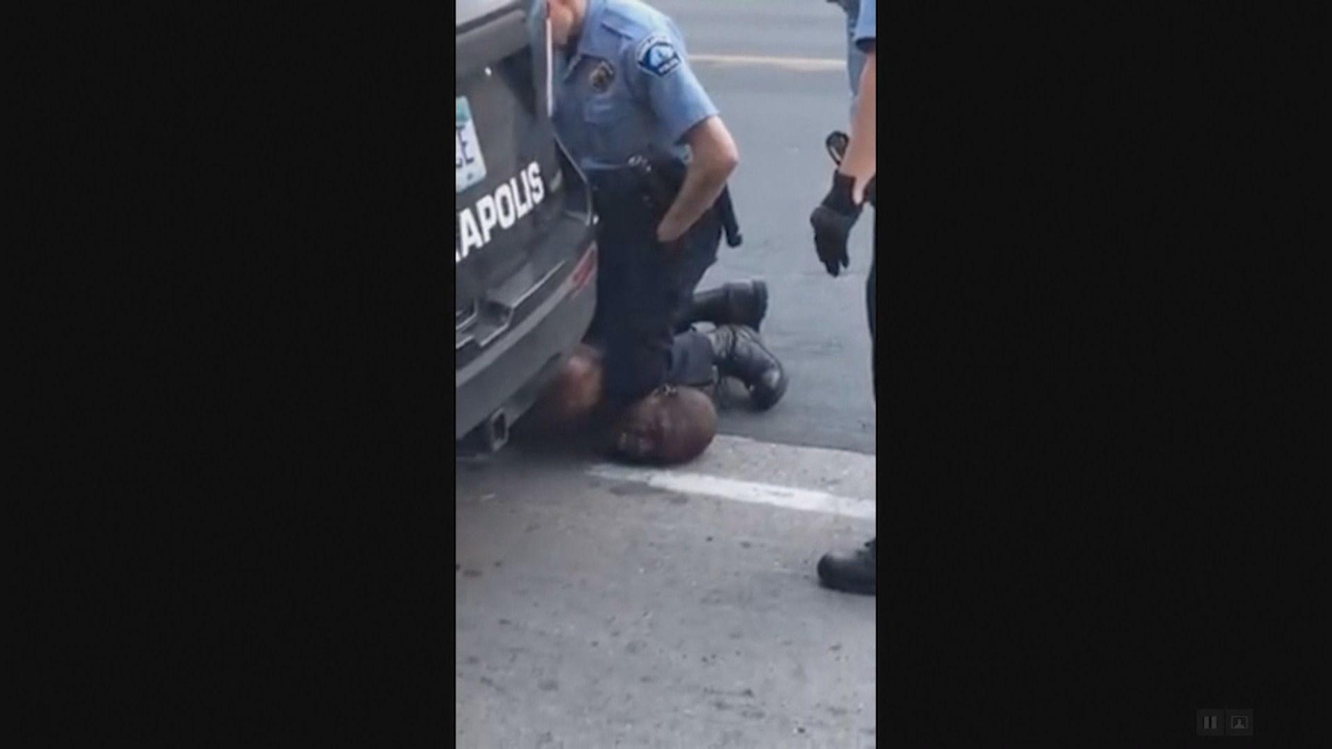 美黑人跪頸案 警方作證指沒需要跪頸制服死者