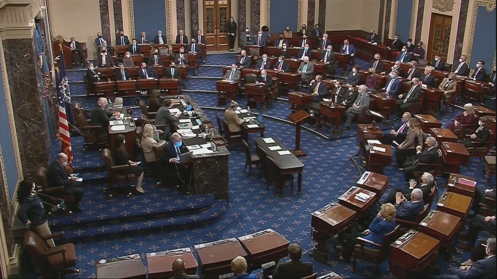美國參議院議員宣誓充當彈劾聆訊陪審團