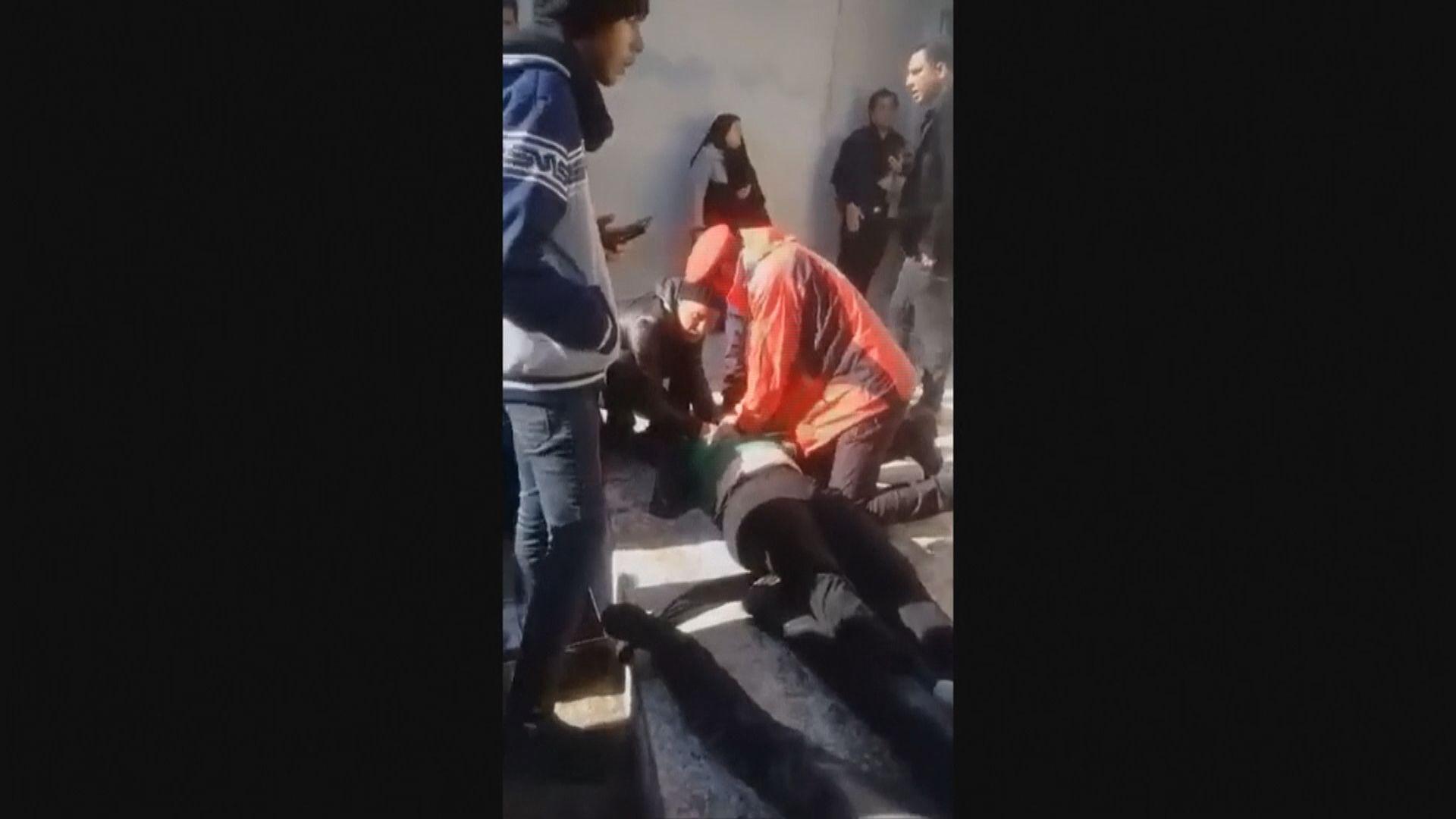 伊朗民眾送別索萊馬尼觸發人踩人 當局推遲葬禮