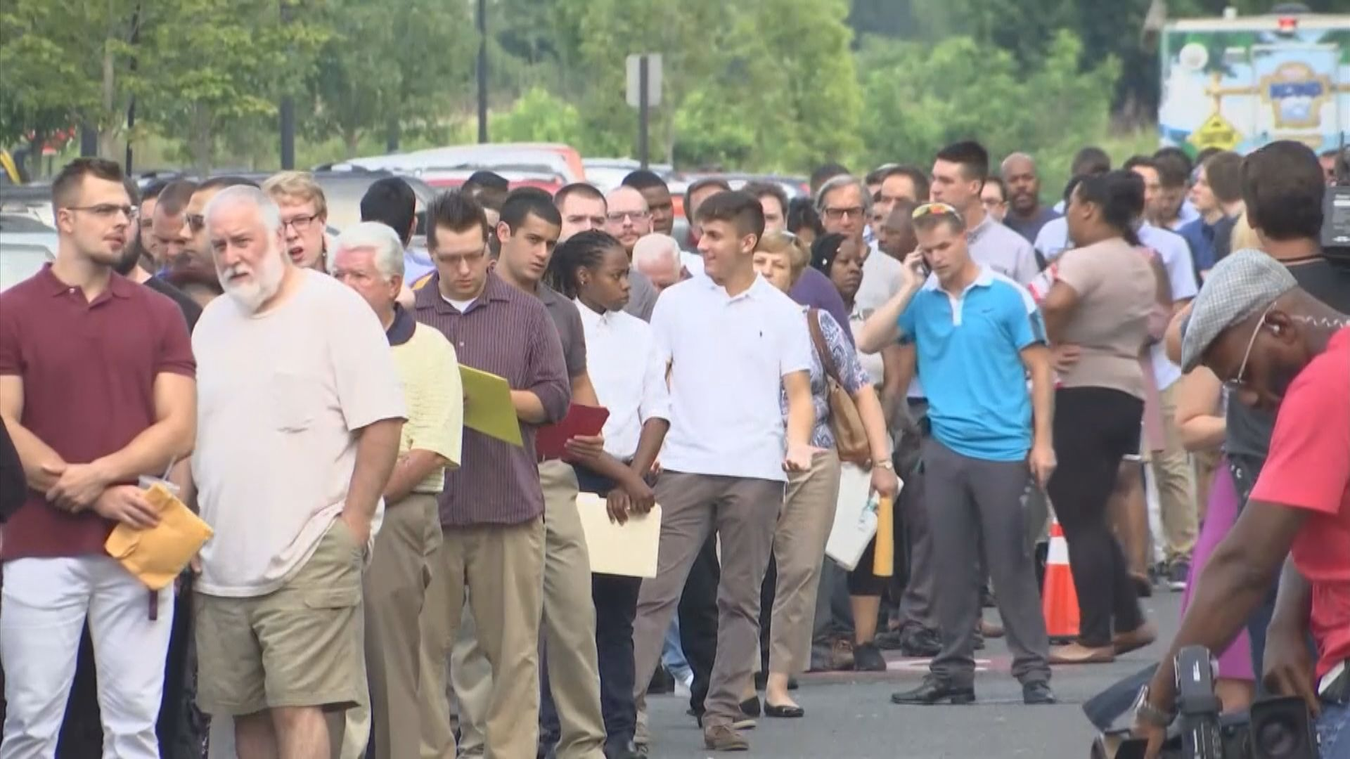 美國新申領失業救濟金人數創新高至近665萬人