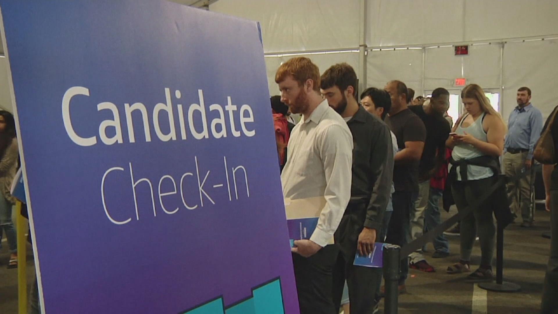 美國新申領失業救濟人數跌至疫情3月爆發以來最少