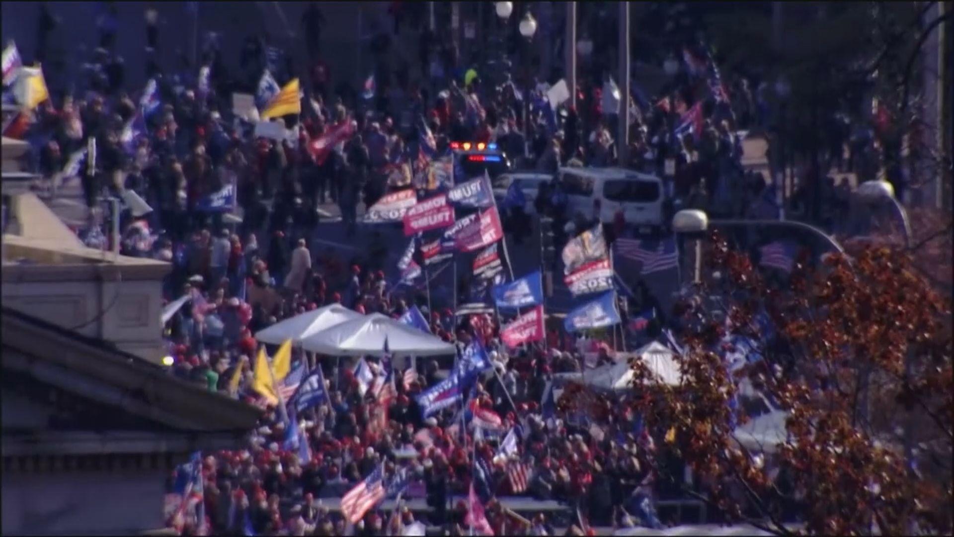 華盛頓大批民眾遊行聲援特朗普 拜登繼續籌組內閣