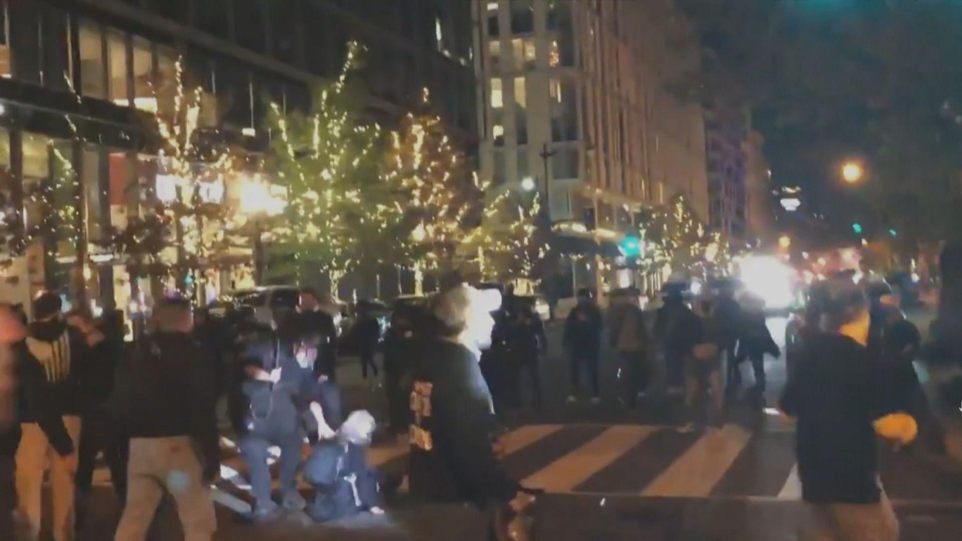 特朗普支持者及反對者爆發衝突 警方拘多人並搜出武器