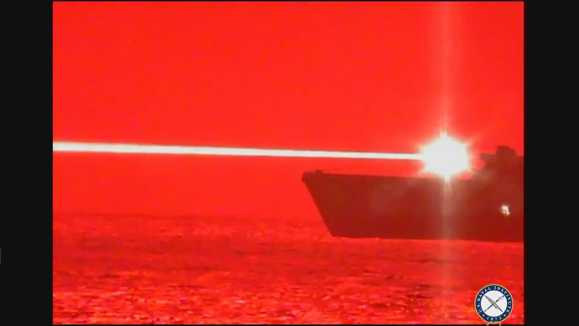 美軍使用高功率艦載激光武器擊毀無人機