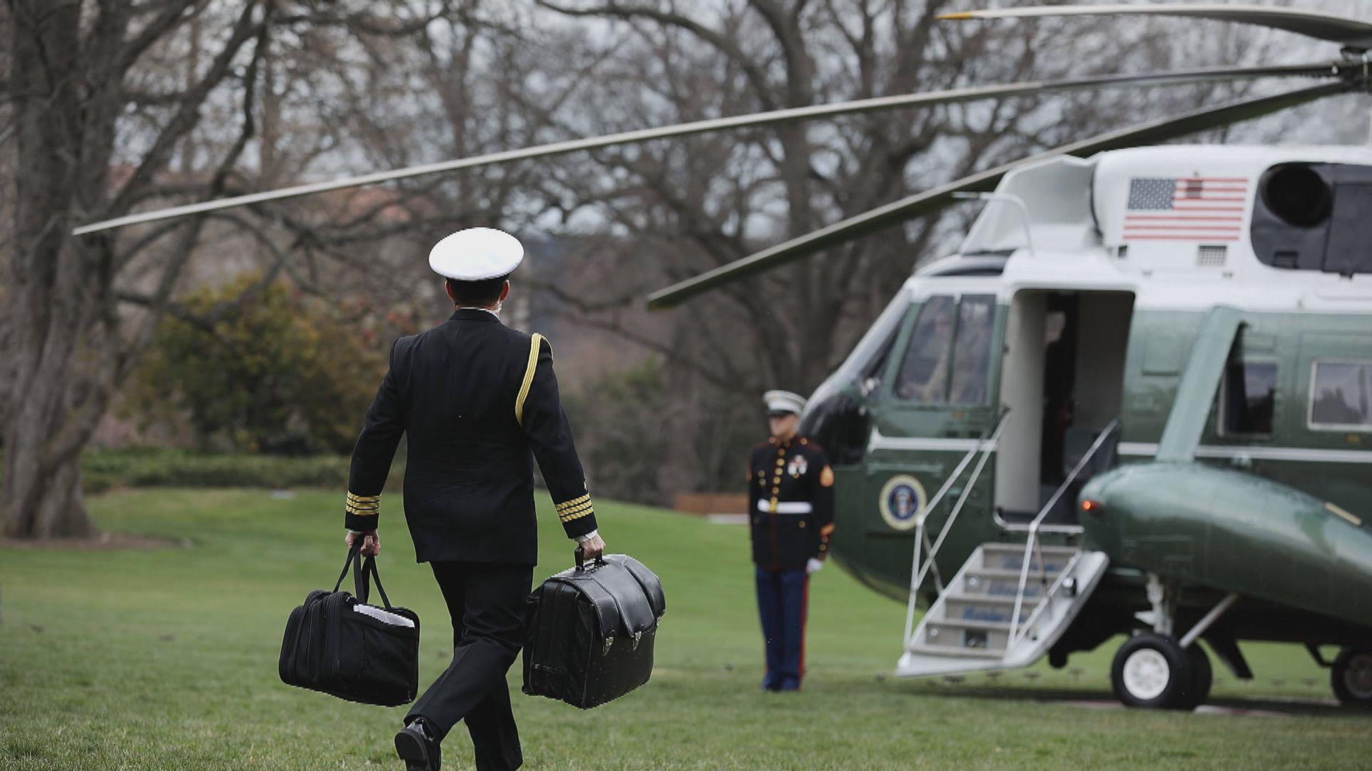 特朗普缺席總統就職禮 「核子足球」交接惹關注