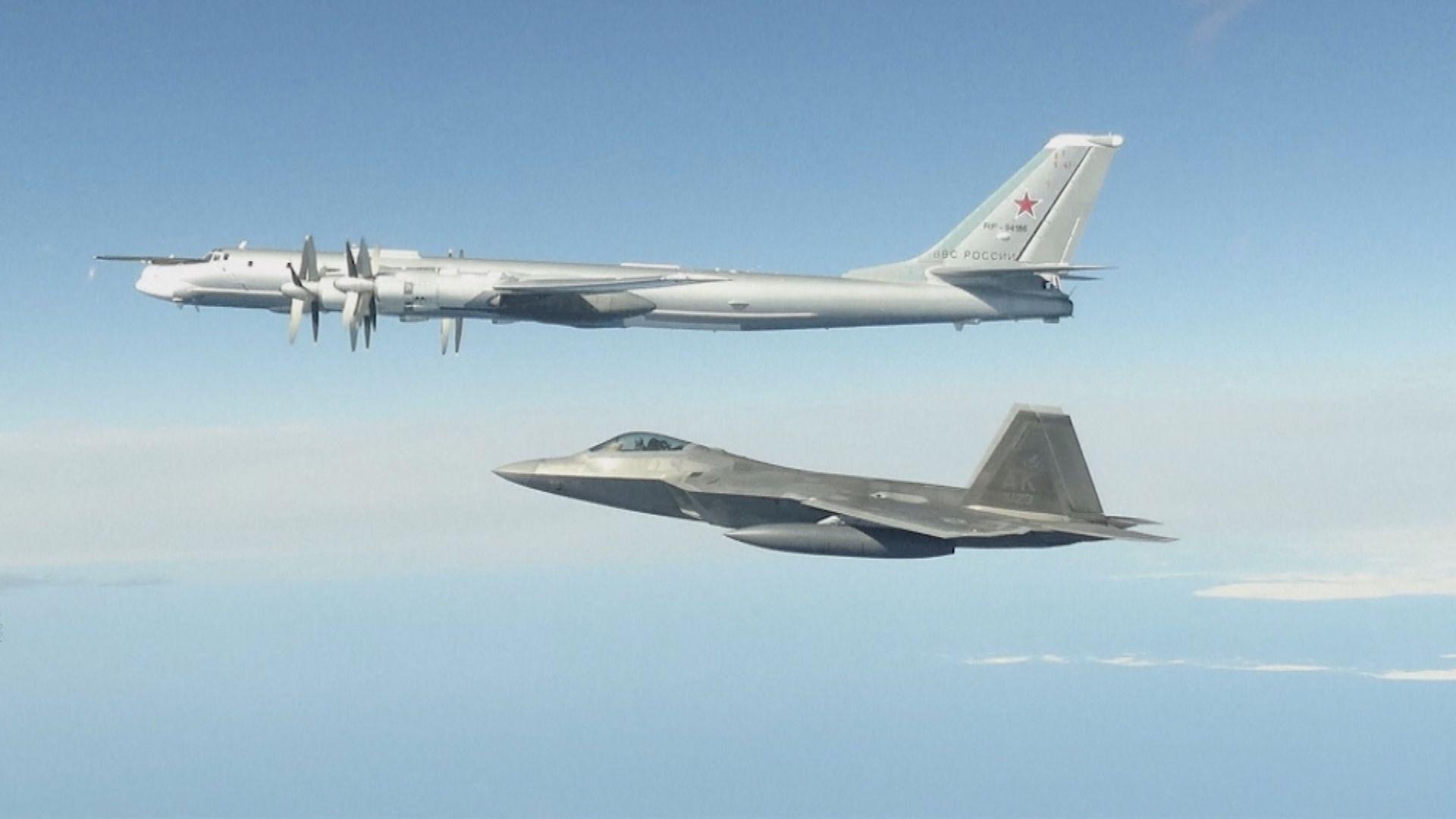 俄羅斯圖-95轟炸機執行任務時遭美軍戰機近距離監視