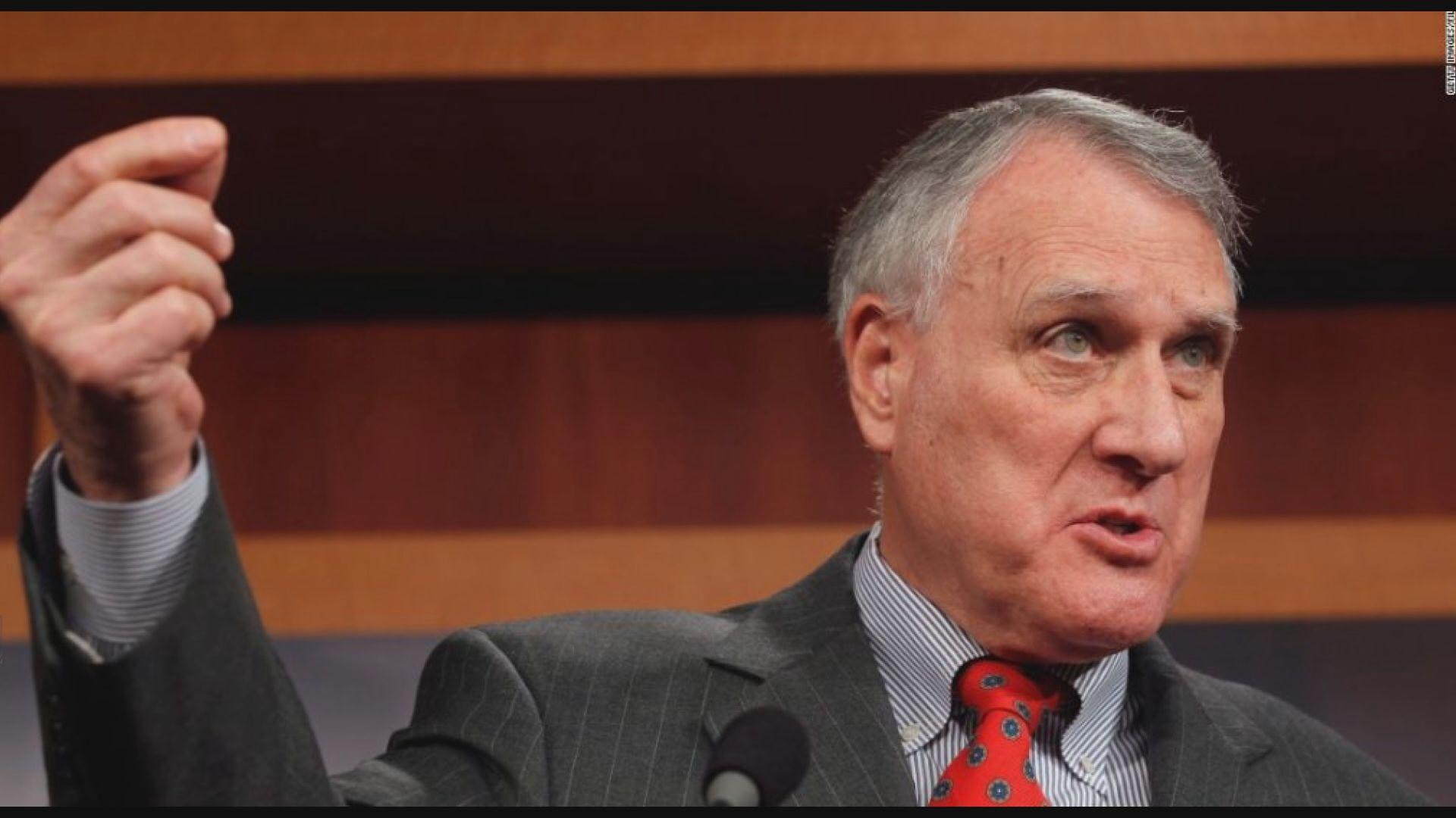 凱爾宣誓接任已故麥凱恩參議院議席