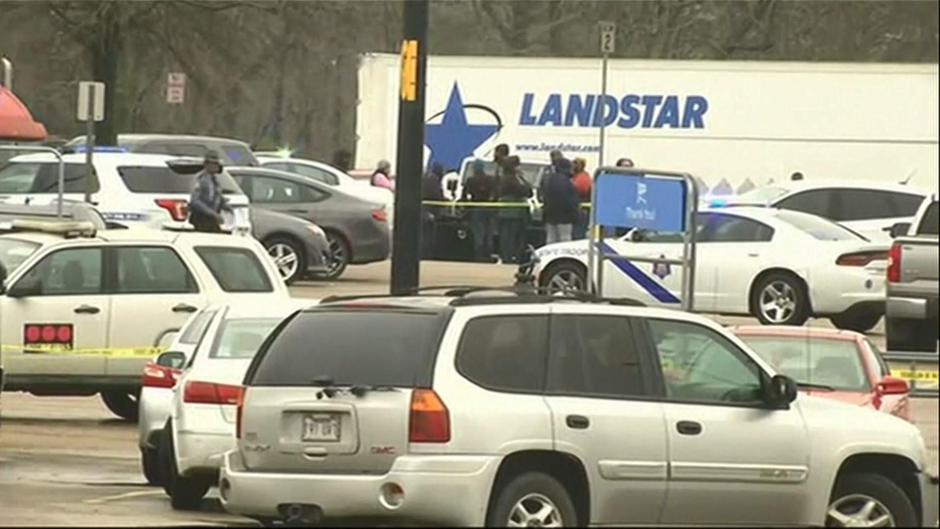 阿肯色州超市槍擊兩警受傷槍手被擊斃