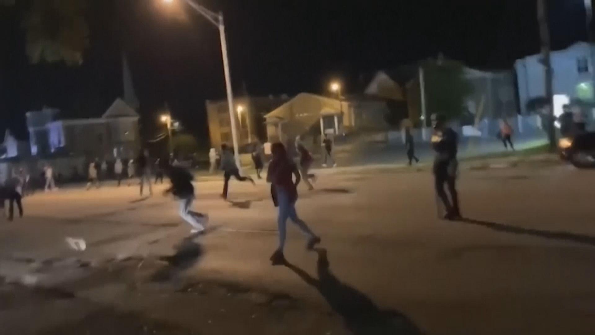 美國基諾沙市槍擊案17歲白人男子被控謀殺