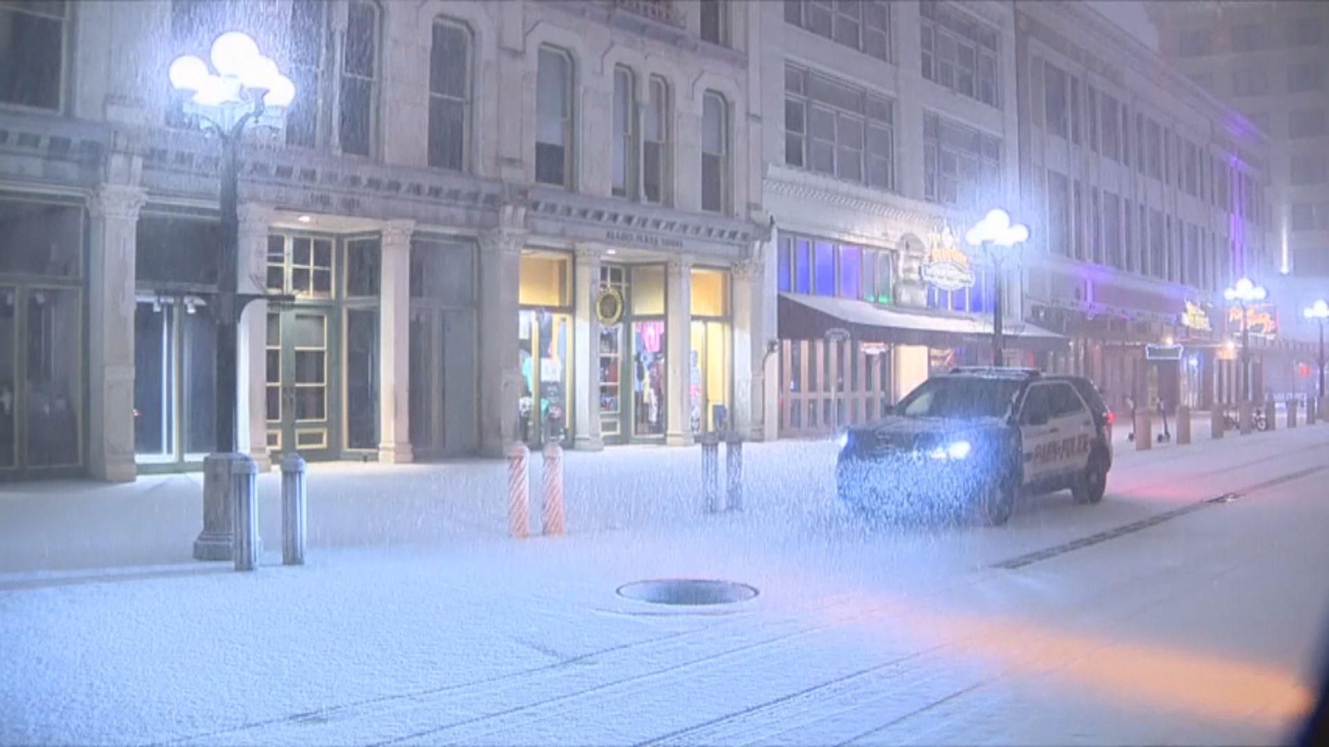 美國得州受暴風雪吹襲大規模停電 拜登頒緊急狀態令