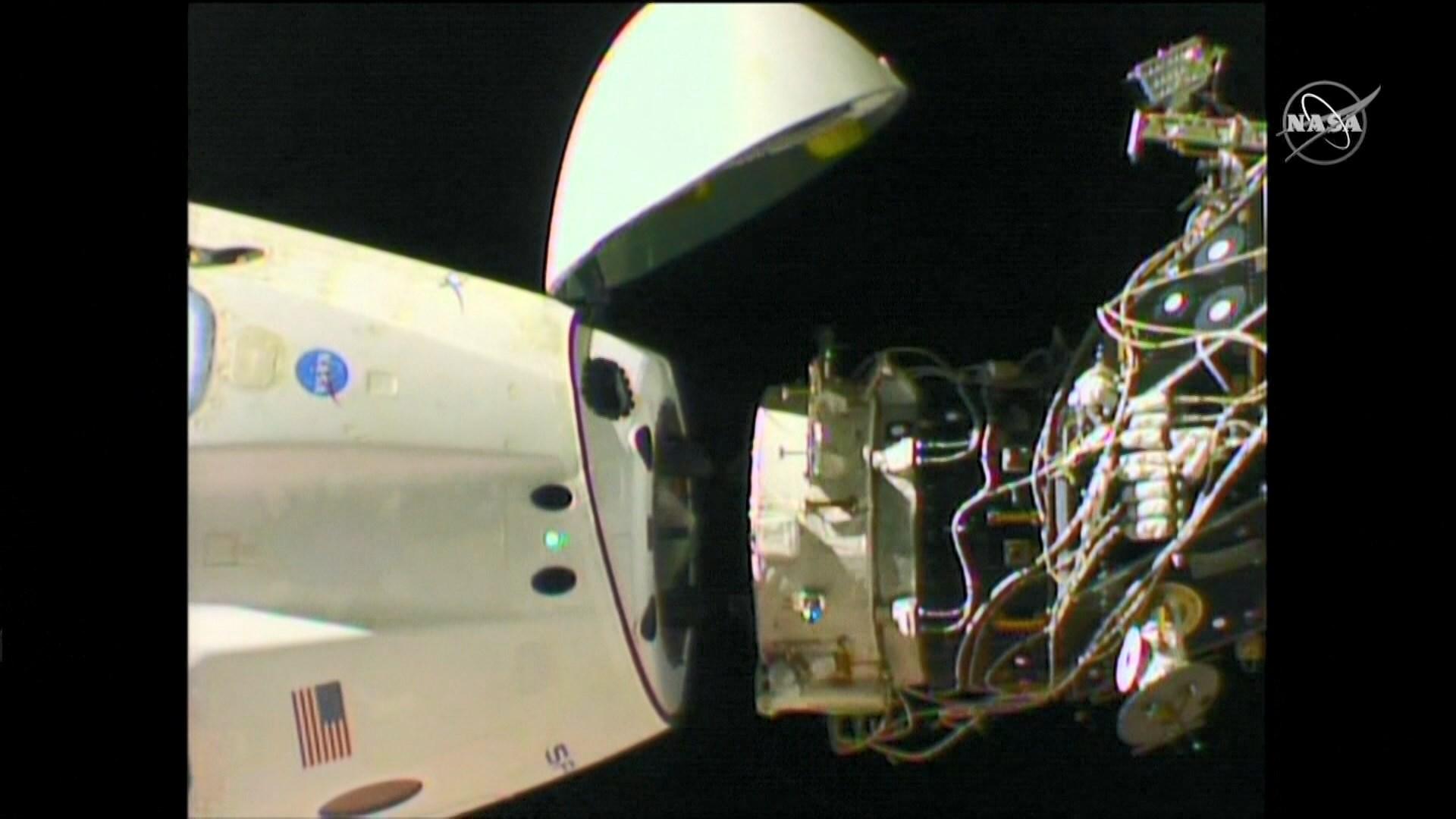 飛龍號太空船開始返回地球