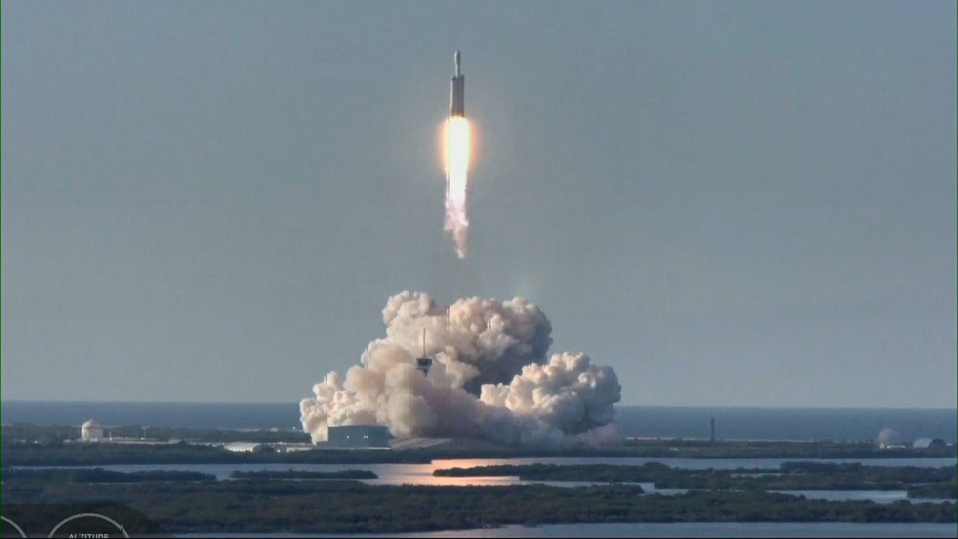 SpaceX獵鷹重型火箭首次商業發射成功