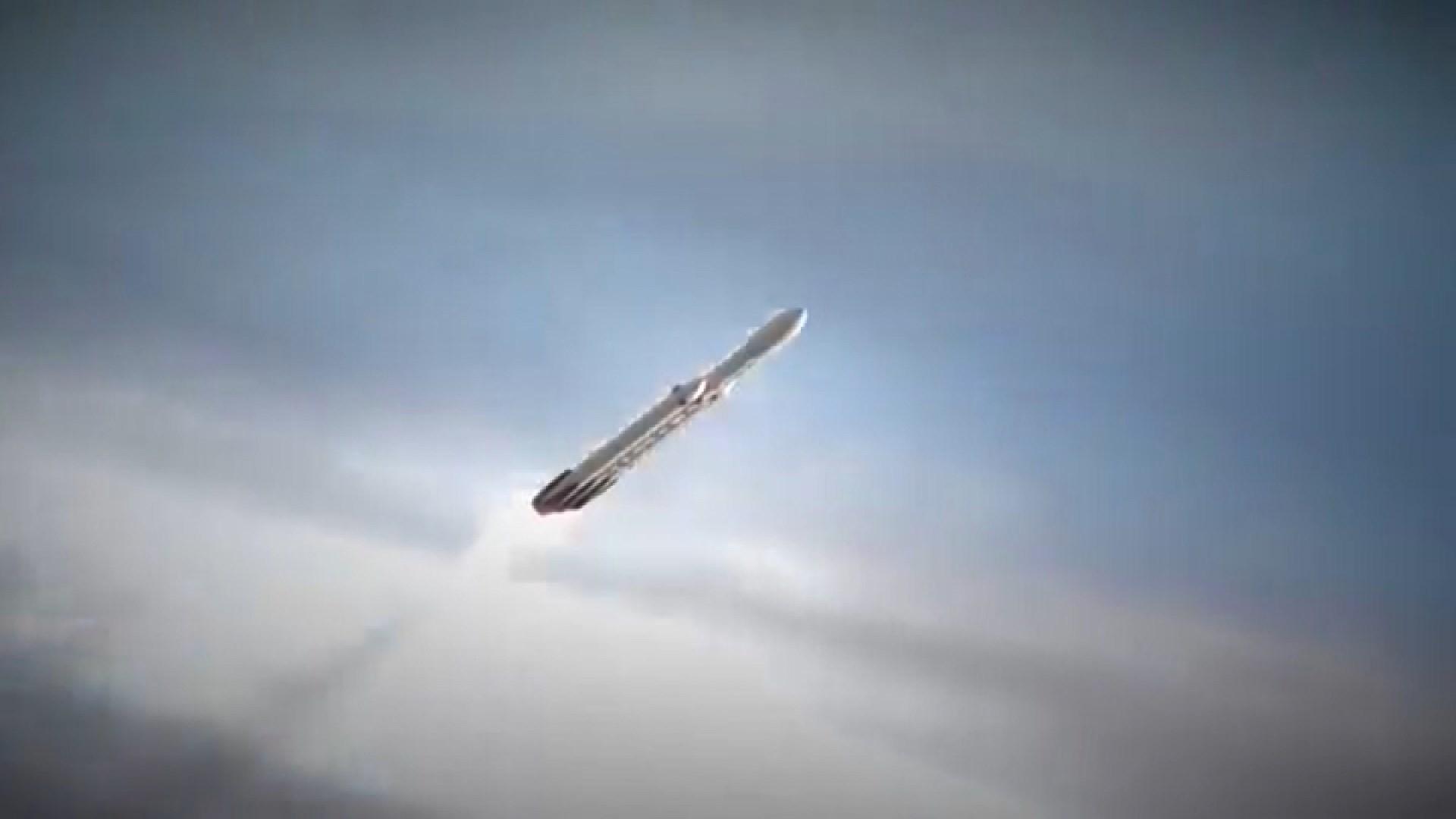 獵鷹重型超級火箭送24枚衛星升空