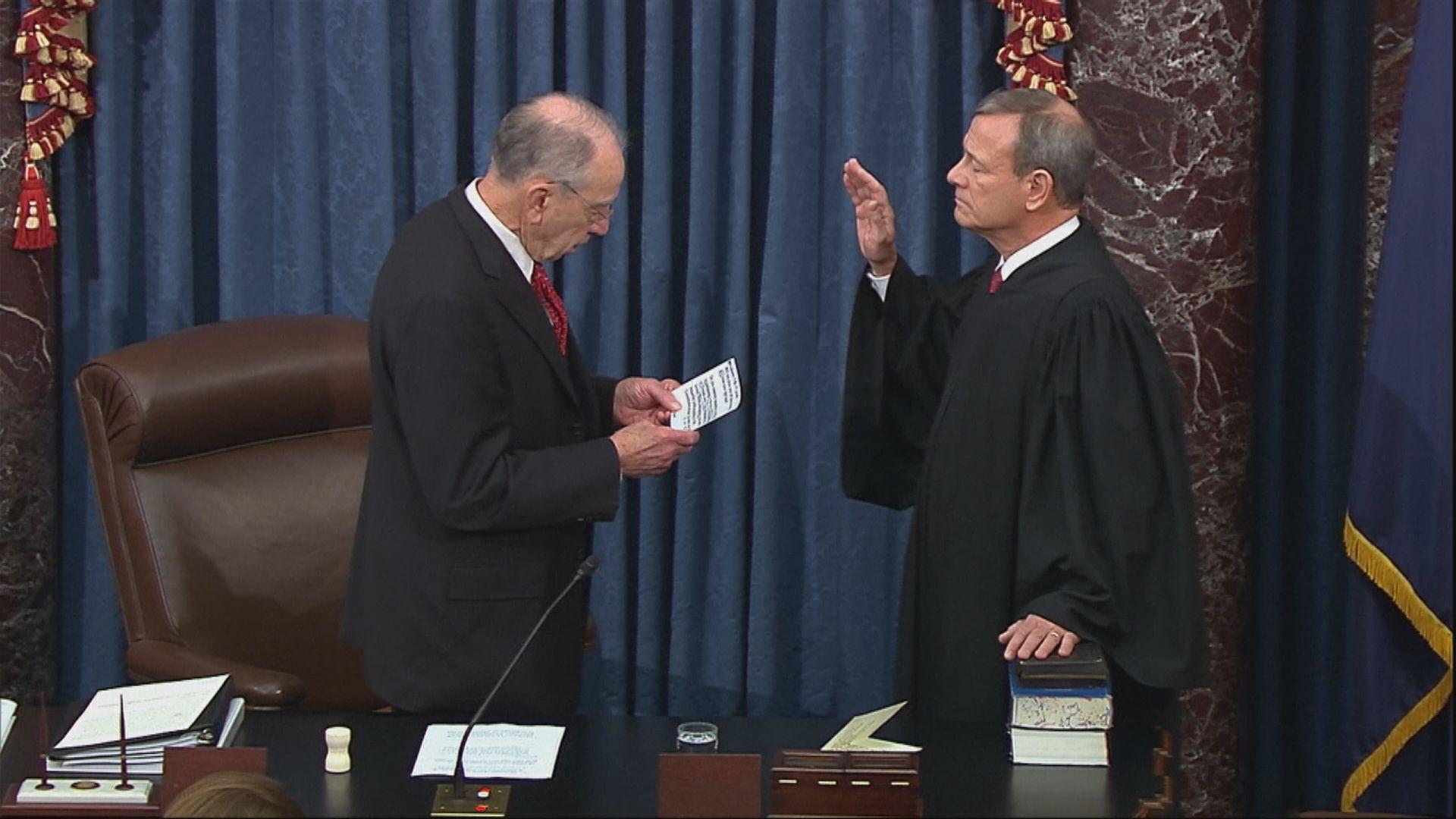 美國參議員就彈劾總統案宣誓