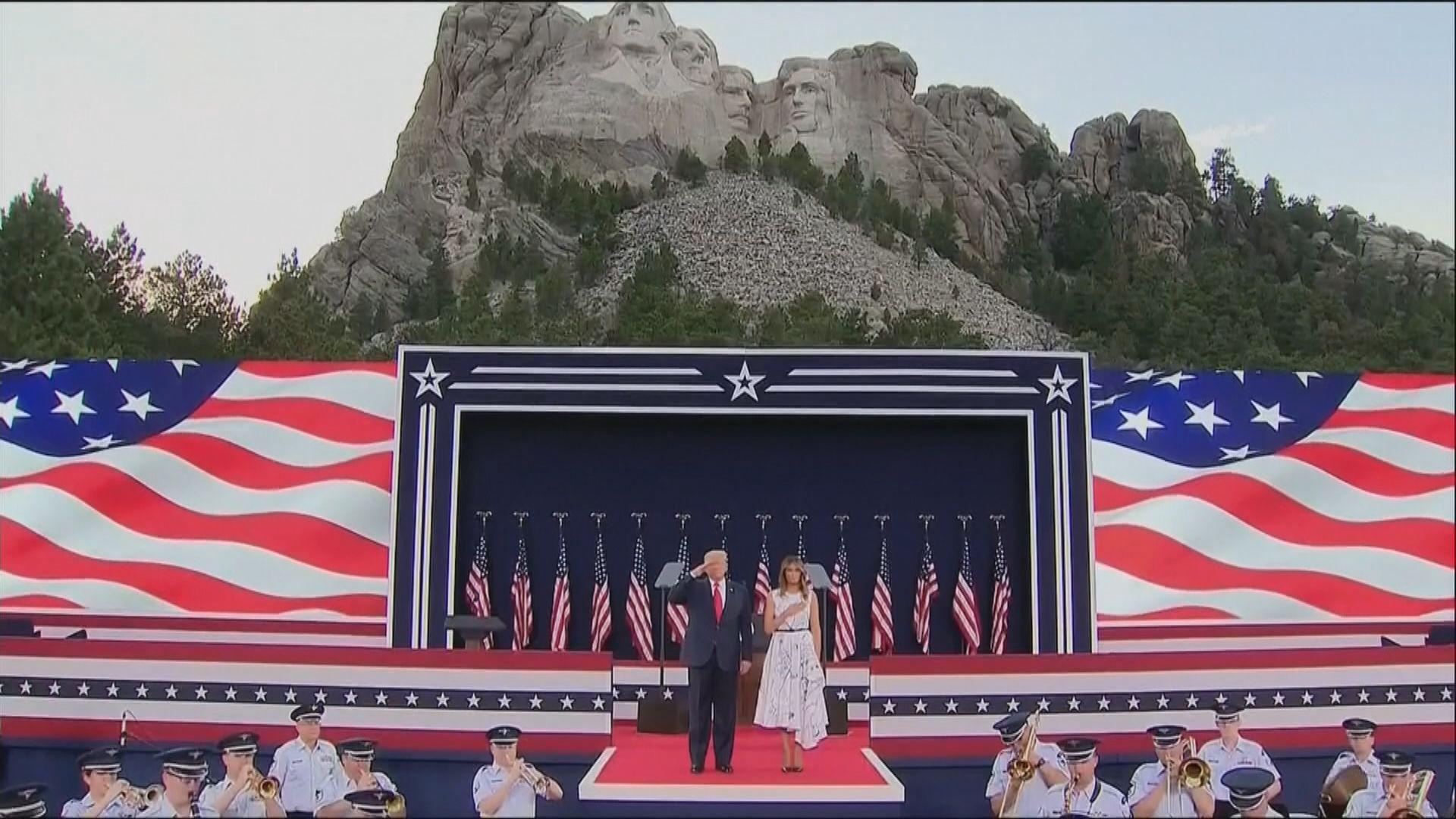 特朗普到訪總統山慶祝獨立日