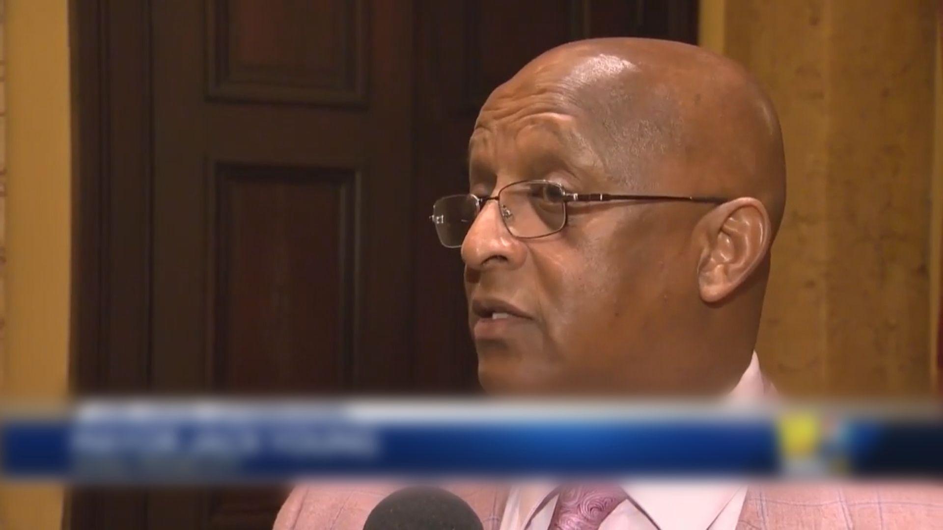 巴爾的摩市長被質疑未經查證引網上流言