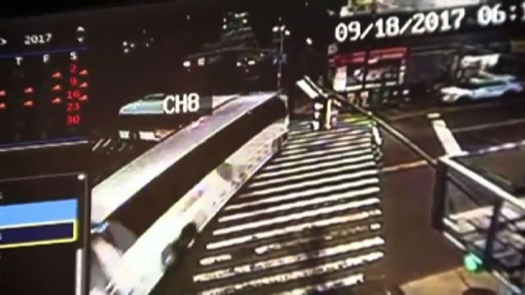 紐約旅遊巴與巴士相撞最少三死