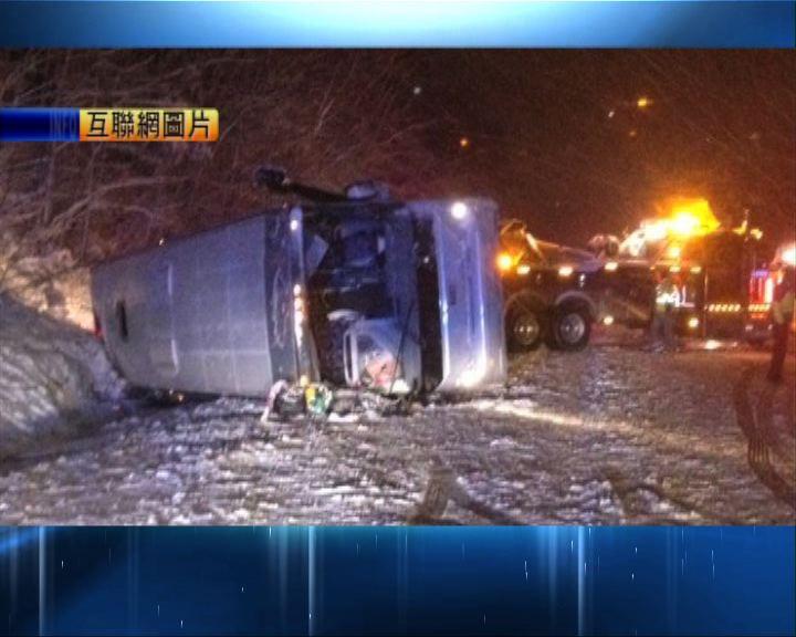 美旅遊巴翻側逾五十華人受傷