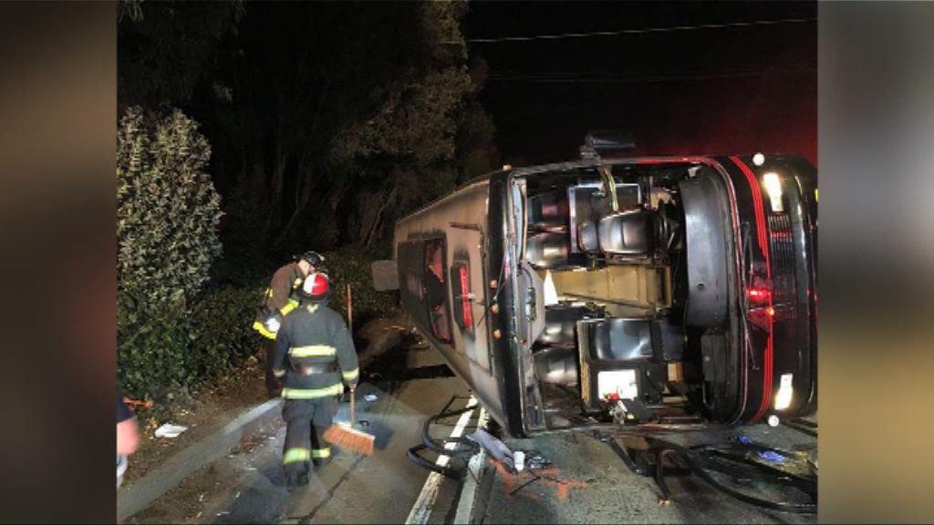 三藩市旅遊巴翻側釀多人傷