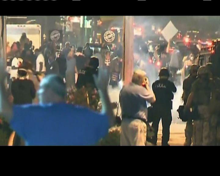 弗格森市第二晚宵禁前再爆騷亂